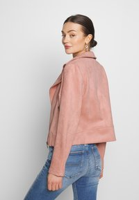 Pieces - PCCRIA BIKER JACKET - Jacka i konstläder - misty rose - 2
