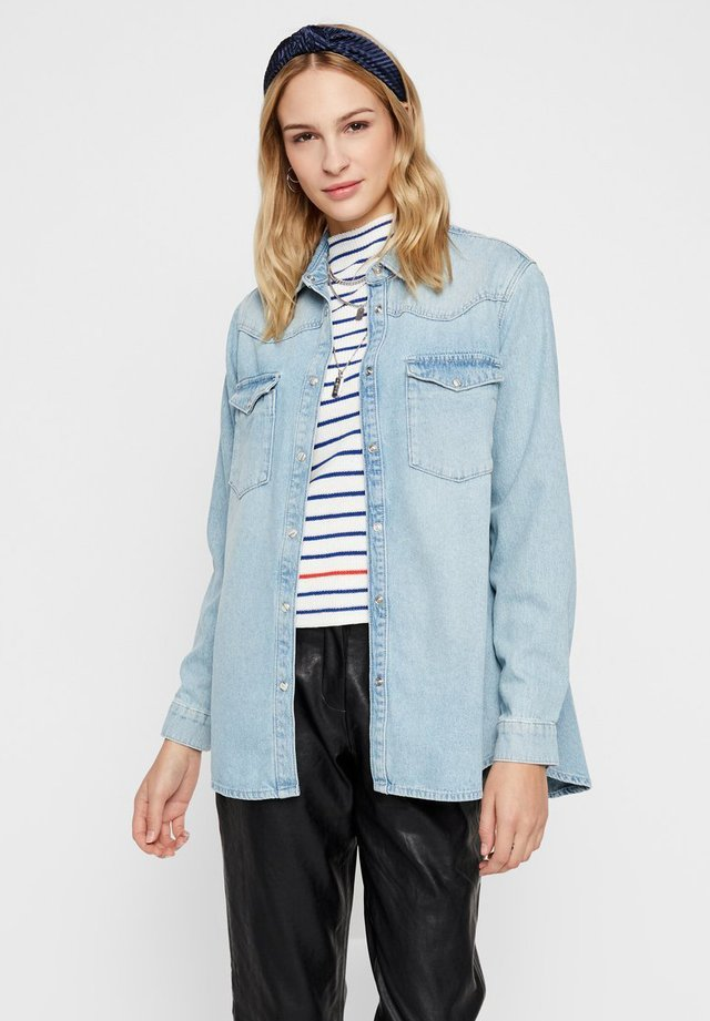 JEANSHEMD OVERSIZE - Button-down blouse - light blue denim