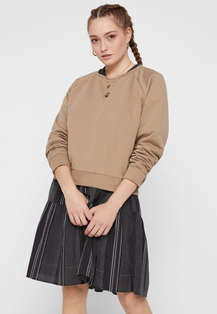 Pieces - REGULAR FIT - Sweatshirts - beige