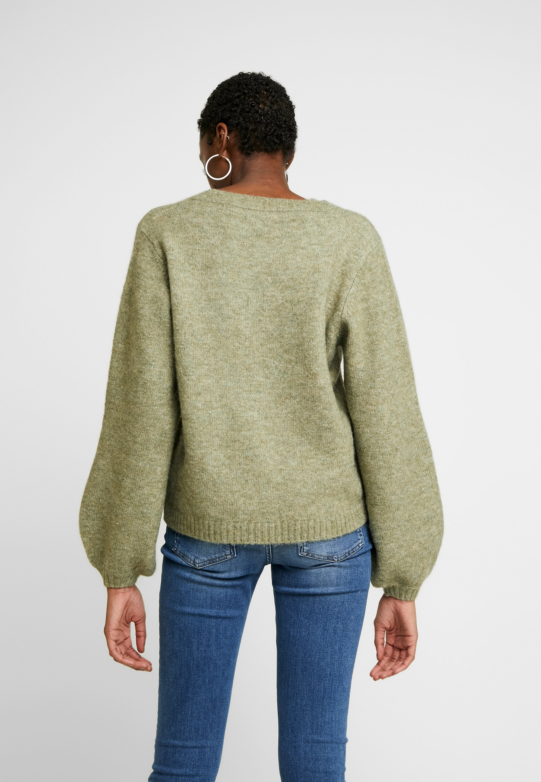 Pieces PCJILLA V-NECK - Sweter - deep lichen green