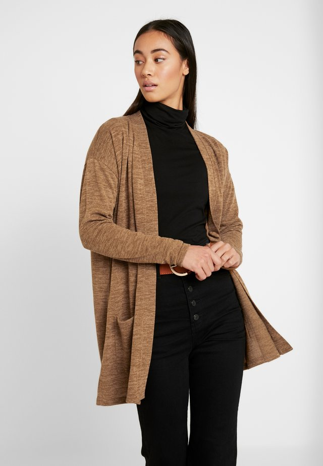PCJANNIS CARDIGAN - Kofta - brown