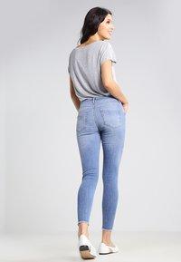 Pieces - PCFIVE DELLY - Skinny džíny - light blue denim - 2