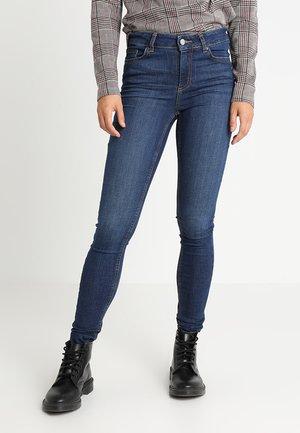 PCFIVE DELLY - Skinny džíny - dark blue denim