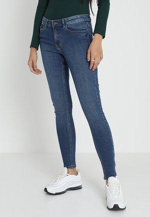 PCFIVE ZIP - Skinny džíny - medium blue denim