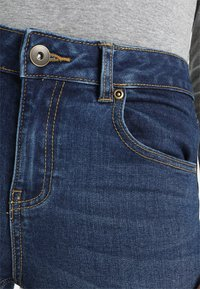 Pieces - PCFIVE - Vaqueros pitillo - dark blue denim