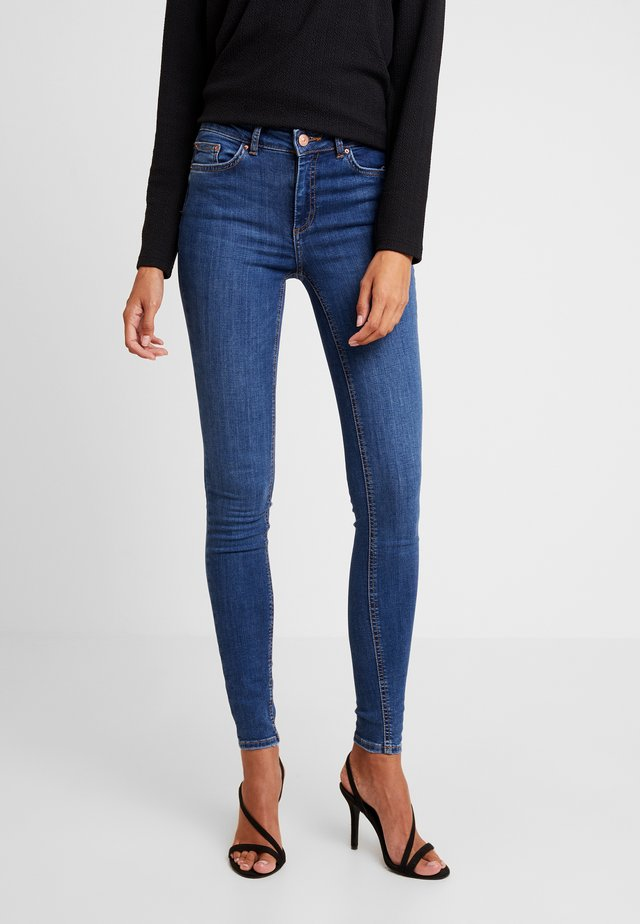 PCDELLY - Jeansy Skinny Fit - medium blue denim