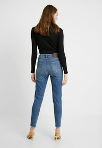 Pieces - PCLEAH MOM - Relaxed fit jeans - medium blue denim - 2