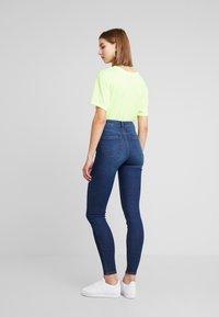 Pieces - Jeans Skinny Fit - dark blue denim - 2