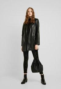 Pieces - PCJACY GLITTER SNAKE - Jeans Skinny Fit - black - 1