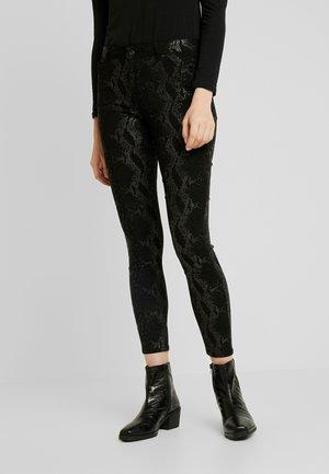 PCJACY GLITTER SNAKE - Jeans Skinny Fit - black