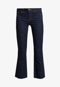 Pieces - PCDELLY KICK FLARED RAW HEM - Jeans a zampa - dark blue denim - 3