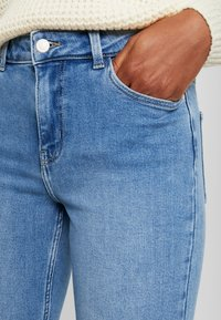 Pieces - PCKAMELIA - Jeans Skinny Fit - light blue denim - 4