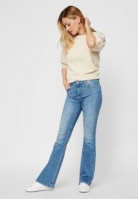 Pieces - Flared Jeans - light blue denim - 1