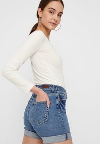 Pieces - Jeansshorts - medium blue denim - 3