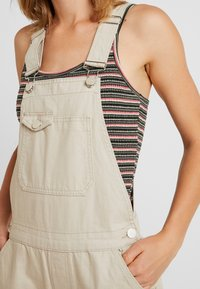Pieces - PCHAILY DUNGAREE - Tuinbroek - white pepper - 4