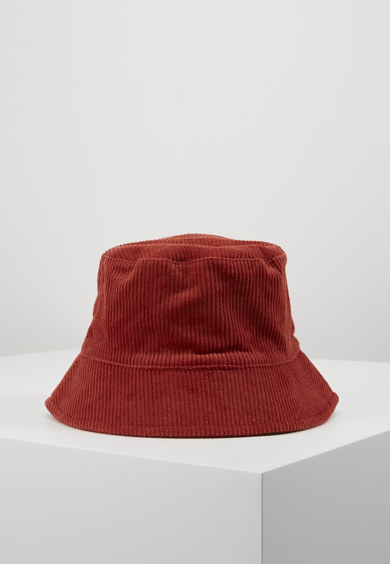 Pieces - PCJIOLA BUCKET HAT - Hat - chili oil