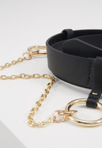 Pieces - PCPERNILLE WAIST BELT - Midjebelte - black/gold-coloured - 2