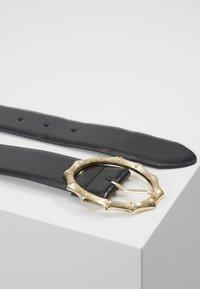 Pieces - PCBAMBI JEANS BELT - Belt - black/gold-coloured - 3