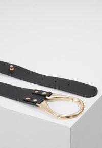 Pieces - PCFLORINNA WAIST BELT - Waist belt - black/gold-coloured - 3