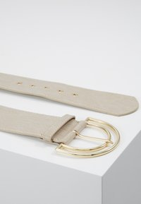 Pieces - PCBENEDICTE WAIST BELT - Pásek - beige/gold-coloured - 3