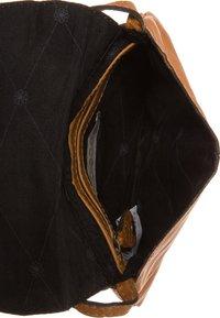 Pieces - Across body bag - cognac - 4