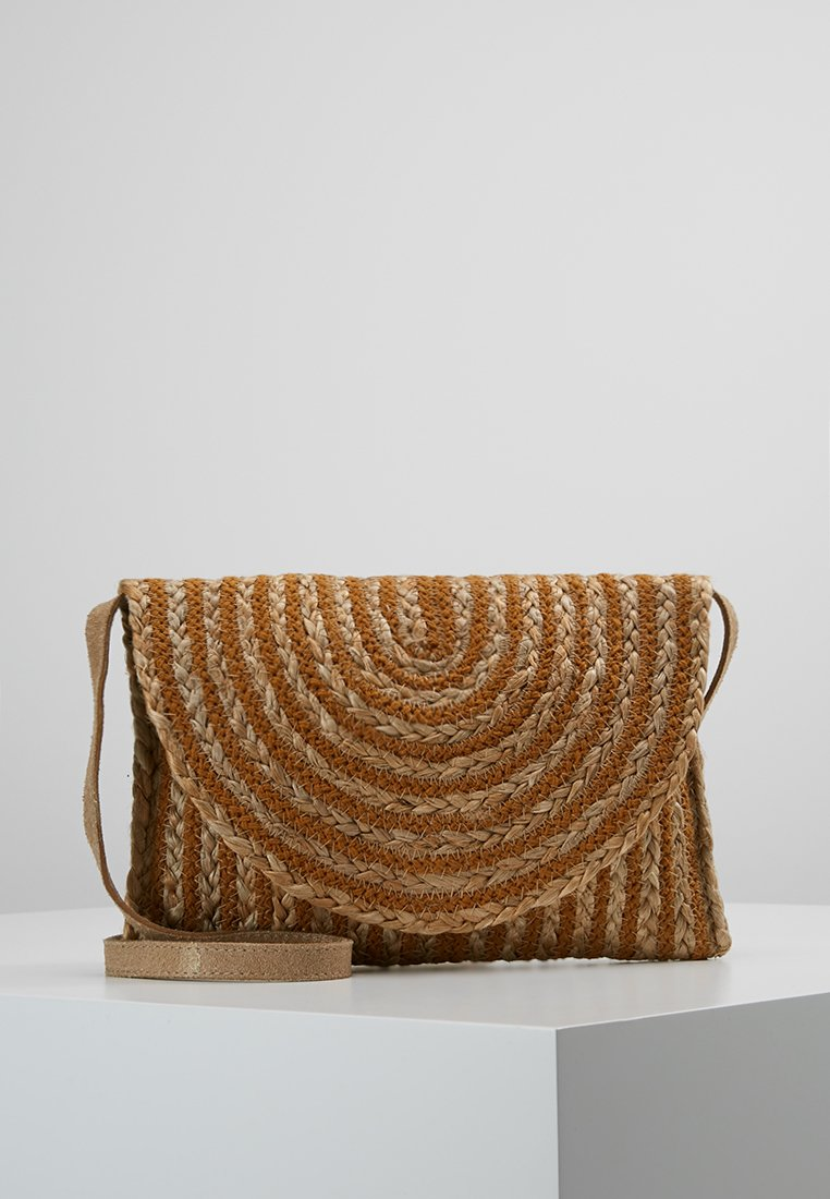 Pieces - PRISCILLA CROSS BODY - Borsa a tracolla - cognac