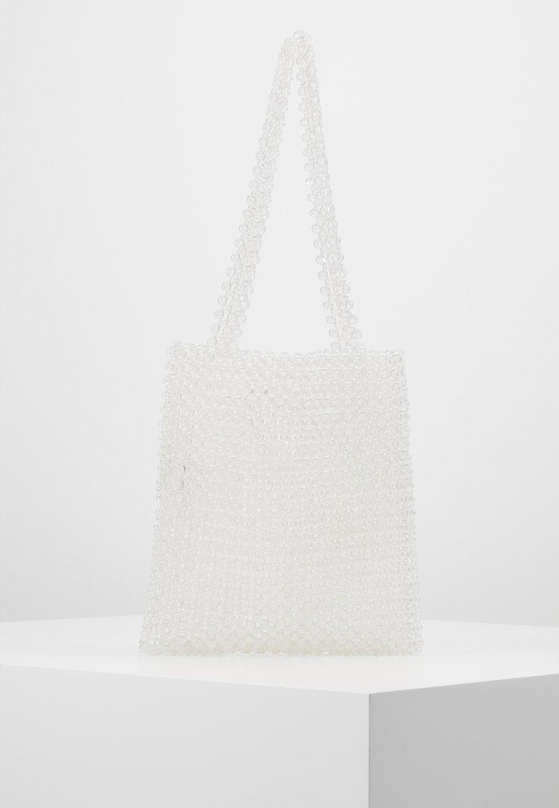 Pieces - PCJEARL SHOULDER BAG - Handbag - bright white