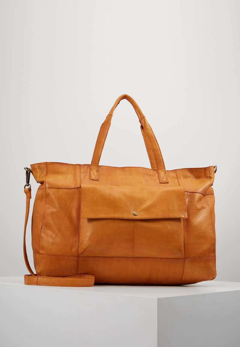 Pieces - PCASTA WEEKEND BAG - Weekendtas - cognac