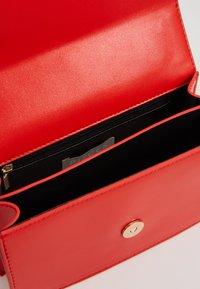 Pieces - PCSCARLET CROSS BODY - Handbag - high risk red - 4