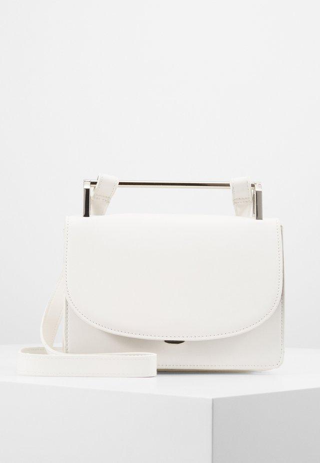 PCKATLYN CROSS BODY - Across body bag - bright white/silver