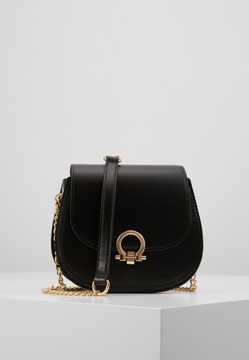 Pieces - PCHOLLIE CROSS BODY D2D - Skulderveske - black/gold-coloured
