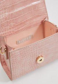 Pieces - PCBELLA CROSS BODY - Handbag - sea pink/gold-coloured - 4