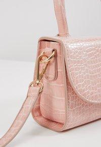 Pieces - PCBELLA CROSS BODY - Handbag - sea pink/gold-coloured - 2