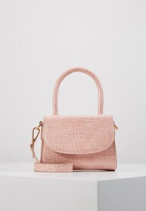PCBELLA CROSS BODY - Håndveske - sea pink/gold-coloured