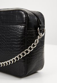 Pieces - PCFLORINNA CROSS BODY - Schoudertas - black/silver