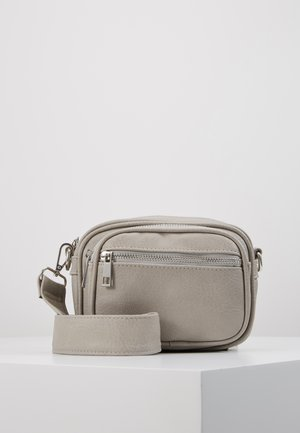 PCELE CROSS BODY - Across body bag - whitecap gray