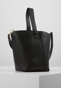 Pieces - PCBEA SHOPPER D2D - Across body bag - black/gold - 3