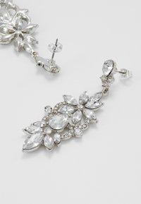 Pieces - PCFLO EARRINGS - Earrings - silver-coloured - 2
