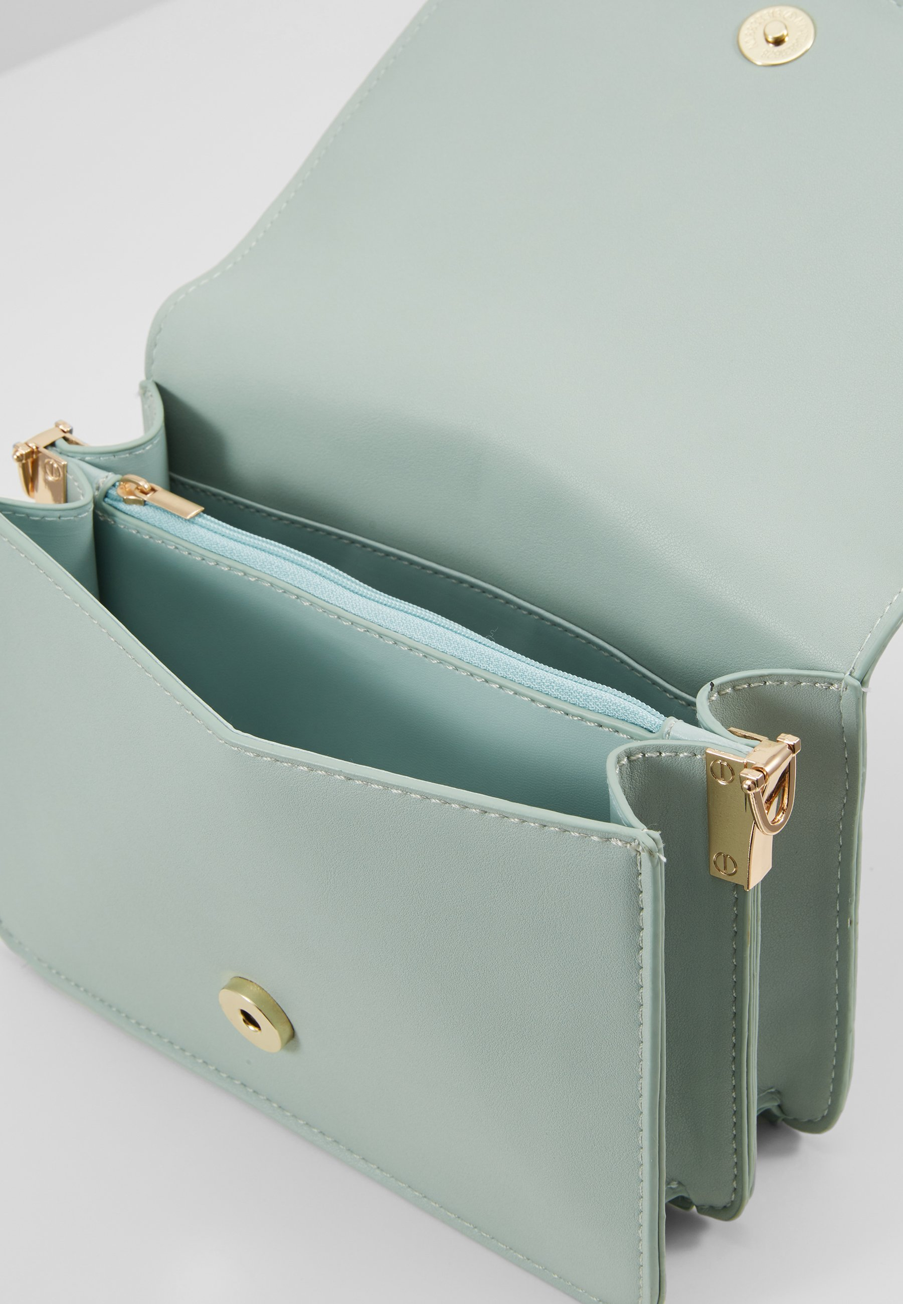 Pieces PCDILISH CROSS BODY KEY - Torba na ramię - green ash