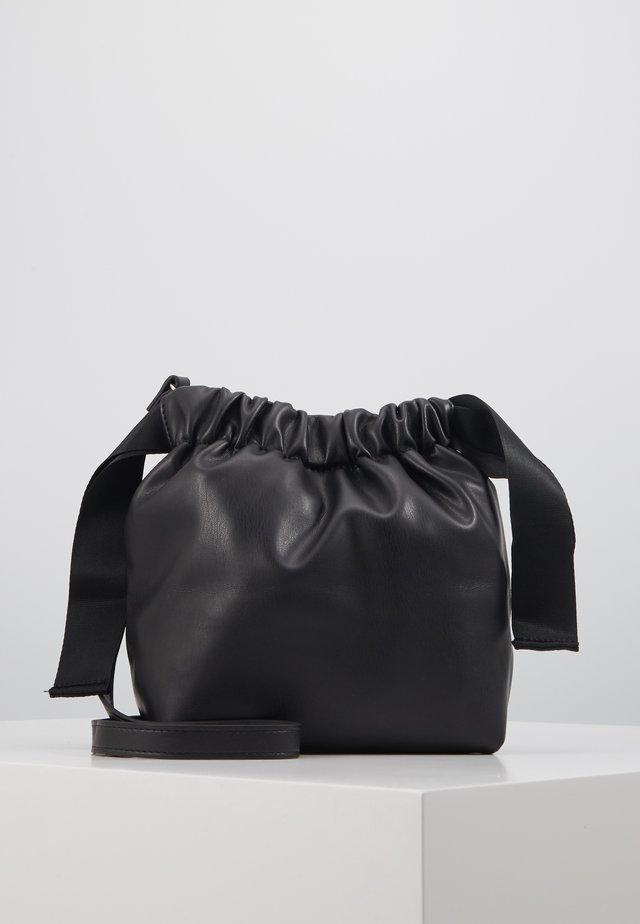 PCBEAU CROSS BODY - Across body bag - black