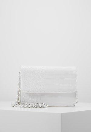 PCDRAPE CROSS BODY - Schoudertas - bright white/silver