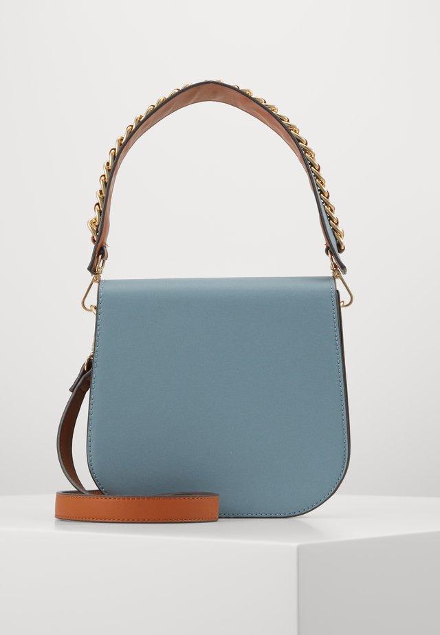 PCBENJE CROSS BODY  - Handbag - dusty blue/gold