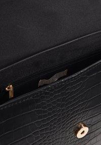 Pieces - PCSISLA CROSS BODY - Across body bag - black/gold - 4