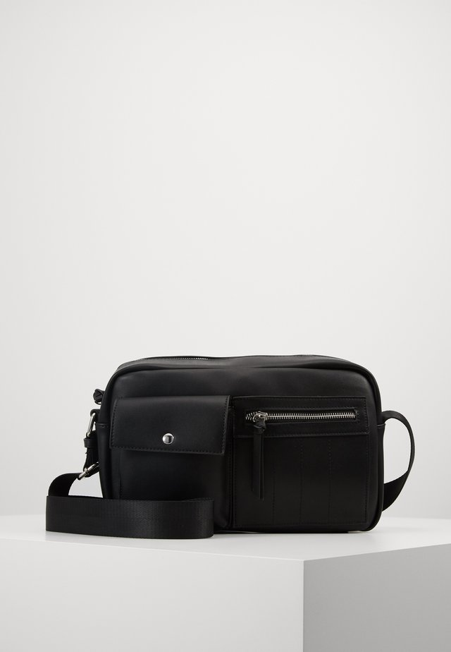 PCFIKKA CROSS BODY - Sac bandoulière - black/silver