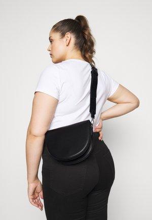 PCDONNIA CROSS BODY KEY - Across body bag - black