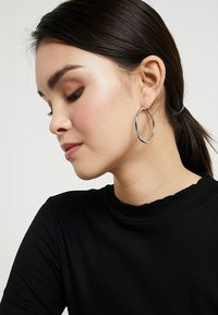 Pieces - PCSELINDA EARRINGS 3 PACK - Øreringe - silver-coloured - 1