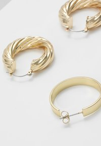 Pieces - PCSIARRA EARRINGS 2 PACK - Øredobber - gold-coloured - 2