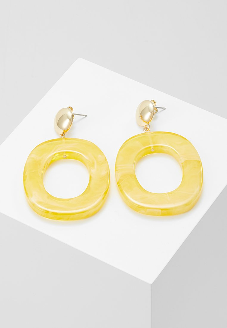 Pieces - PCCAMILLA EARRINGS KEY - Pendientes - mellow yellow