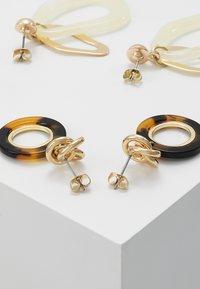 Pieces - PCAGATA EARRINGS 2 PACK KEY - Øreringe - gold-coloured - 2