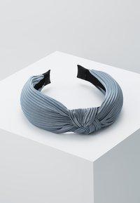 Pieces - Příslušenství kvlasovému stylingu - dusty blue - 0